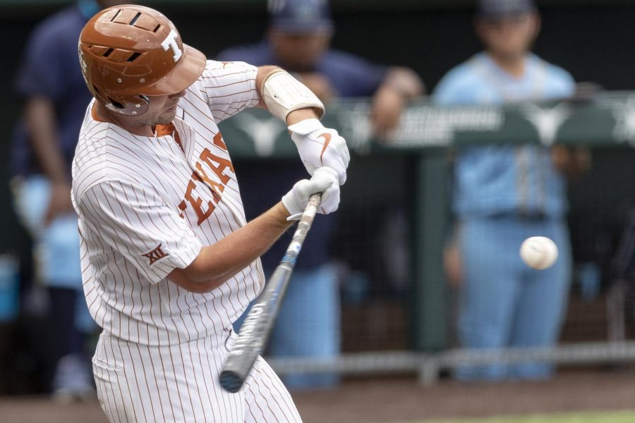 Texas+offense+leads+Longhorns+to+victory+at+first+game+of+Austin+Regional