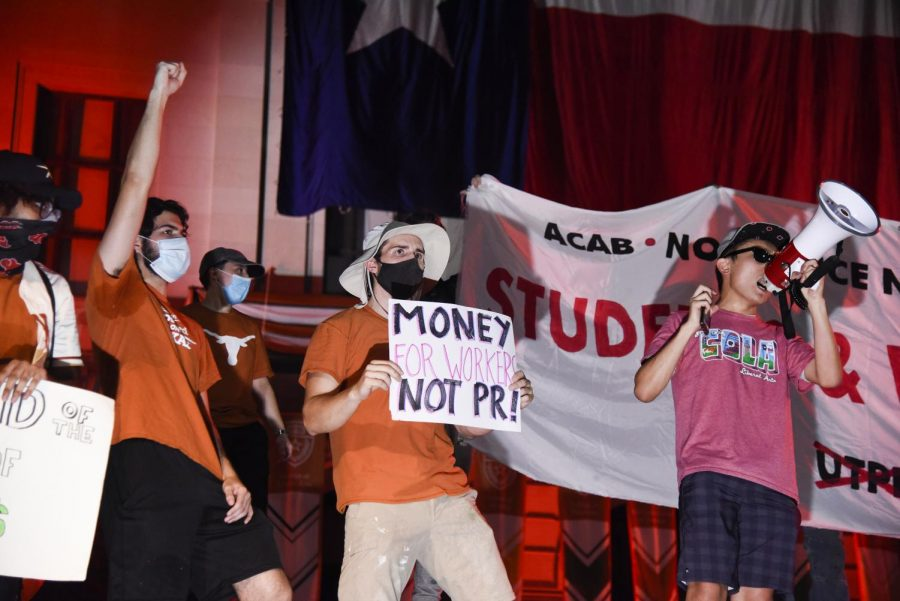 UT students protest 'The Eyes of Texas' at Gone to Texas event