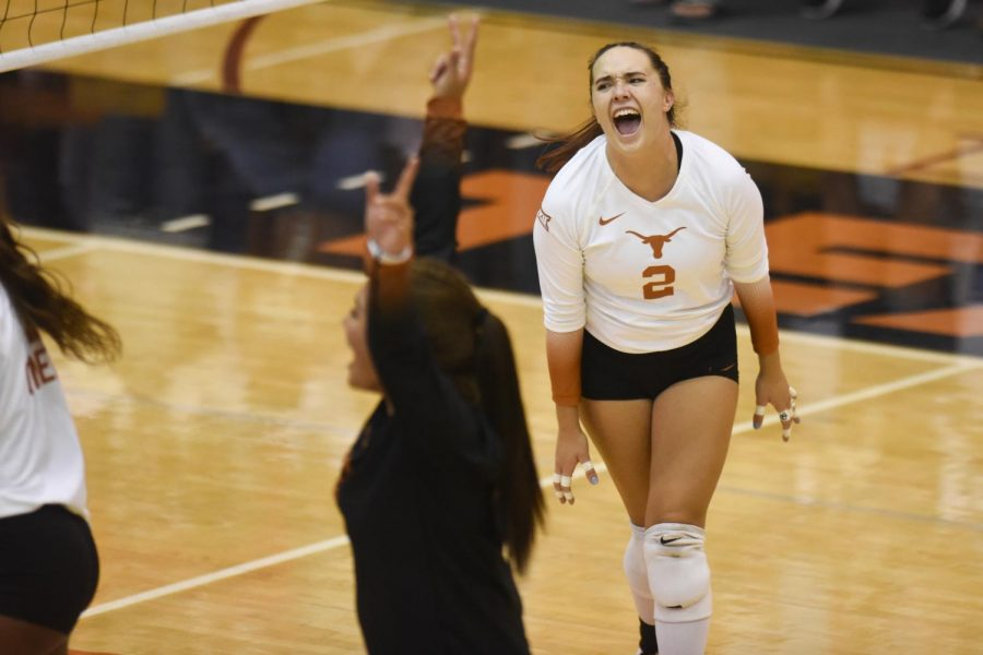 No.+1+Texas+volleyball+grapples+for+3-1+win+over+No.+10+Minnesota