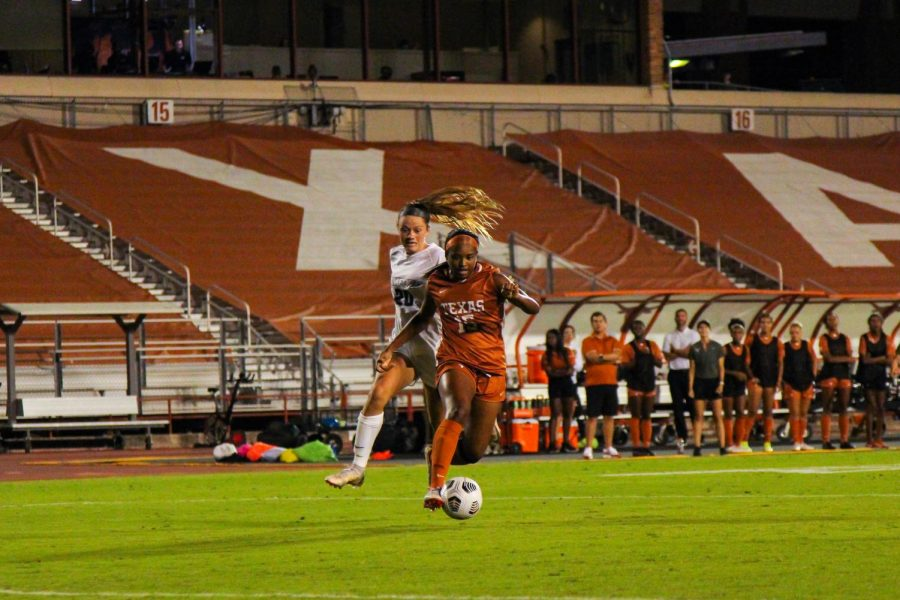 Longhorns secure 300th program victory in dramatic fashion