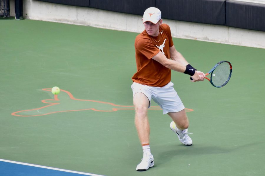 Men's Tennis kicks off season with seven wins at San Francisco tournament
