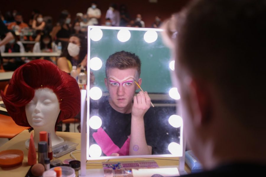 Drag Queens teach UT student how to stay fierce