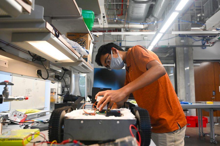 UT-Austin freshman creates firefighter-helper robot