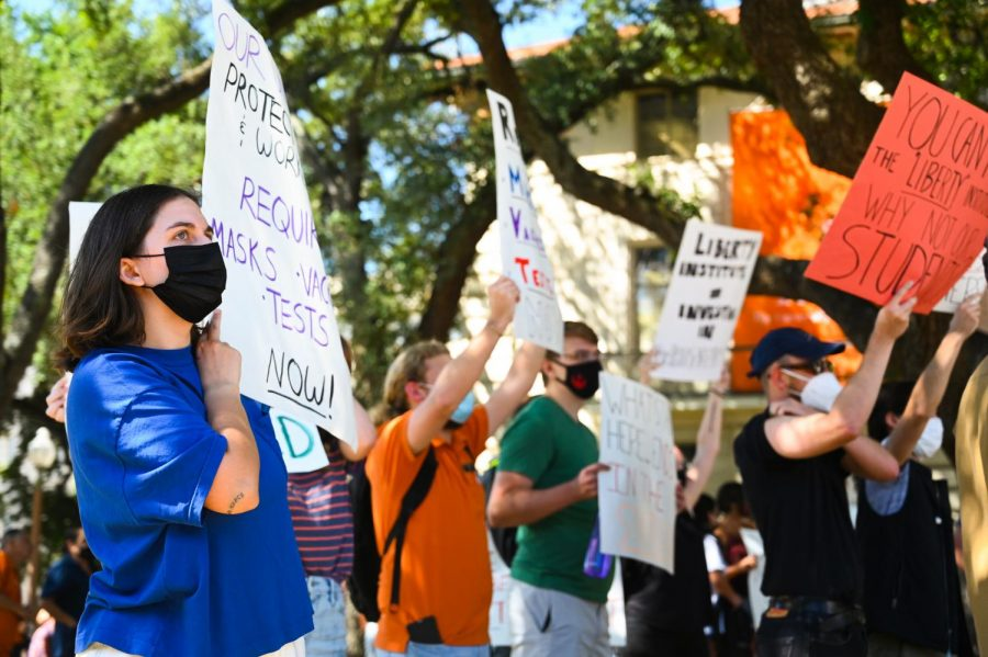 Students protest UT COVID-19 policies at Hartzell's inauguration ceremony