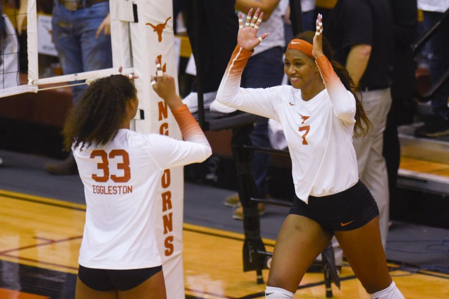 Texas+volleyball+beats+Stanford+for+first+time+since+2013+in+Sunday+sweep