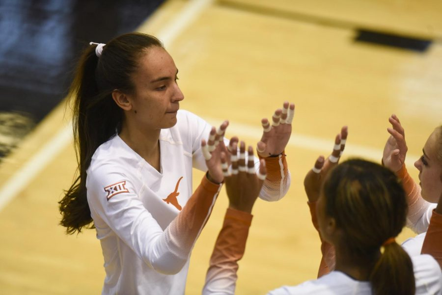 No. 1 Texas volleyball dominates Rice in 5th sweep of the season