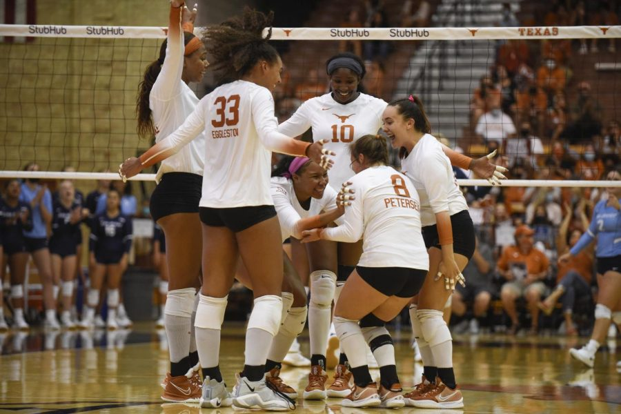 Texas+volleyball+beats+Texas+State+in+fourth+sweep+of+season